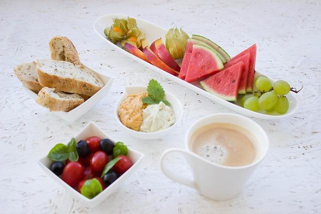 Hummus jako dodatek do śniadania